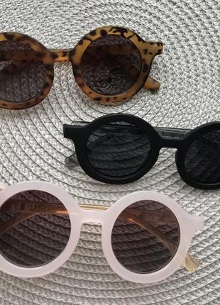 Солнцезащитные очки , сонцезахисні окуляри