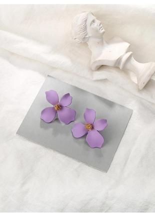 Нежные лиловые  серьги цветочки под asos