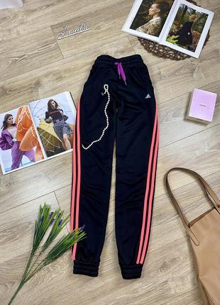 Adidas крутые стильные спортивные штаны с яркими неоновыми полосками