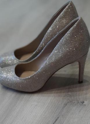 Женские фирменные туфли