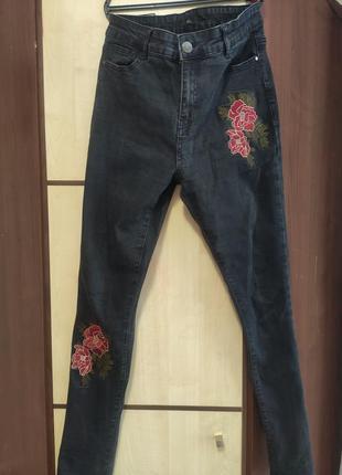 Трендовые джинсы скини
