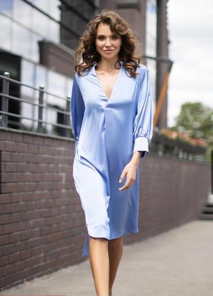 Расклешенное платье голубого цвета