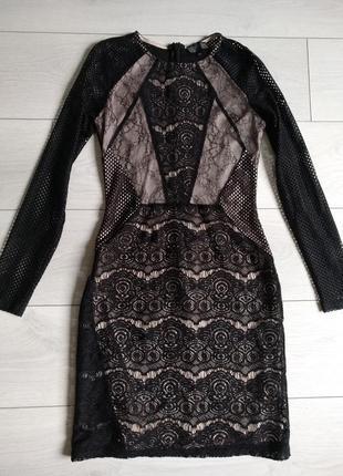 Красивое коктейльное платье с длинным рукавом.
