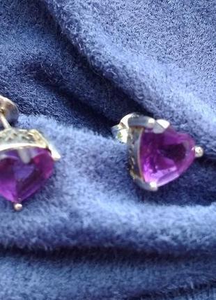 Серьги серебряные гвоздики сердечки с камушком аметиста