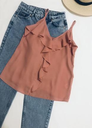 Пудровая шифоновая блуза с воланом/ блуза летняя на бретелях