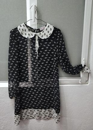 Платье туника, прозрачное, черно белое, с принтом лошадок. с круглым воротничком.