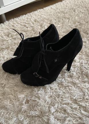 Ботинки на каблуке minelli