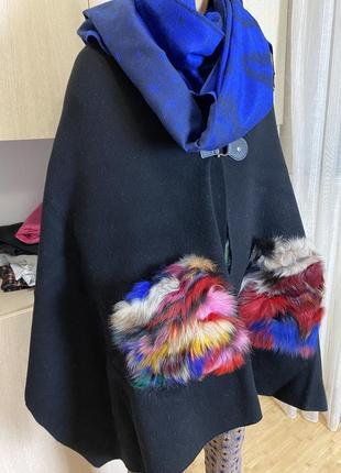 Пальто накидка кардиган из шерсти с цветными карманами из песца