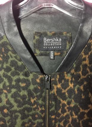 Леопардовое пальто, бомбер с кожаными рукавами bershka