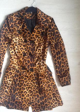 Плащ! стильный! расцветка леопардовая/ тигровая!