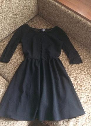 Нежное комбинированное платье с гипюром