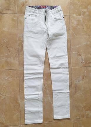 Белые хлопковые брюки