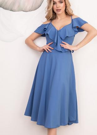 Голубое платье на запах с воланами