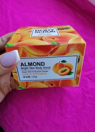 Скраб для тела с абрикосом и миндалём