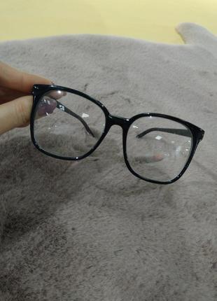 Очки с прозрачным стеклом