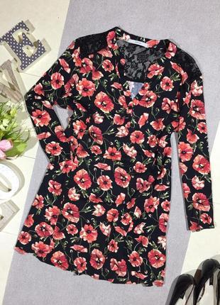 Актуальная блузка с вискозы с ажурными вставками в цветочный принт.