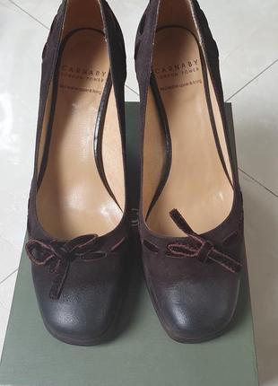 Тёмно-коричневые замшевые туфли carnaby, 36-й размер, производство италия