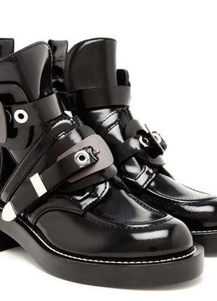 Кожаные ботинки  с ремешками
