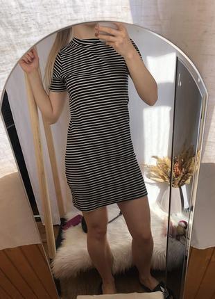 Чорне плаття в полоску від pull&bear