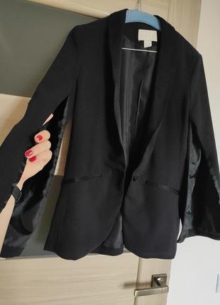 Піджак з розрізаними рукавами