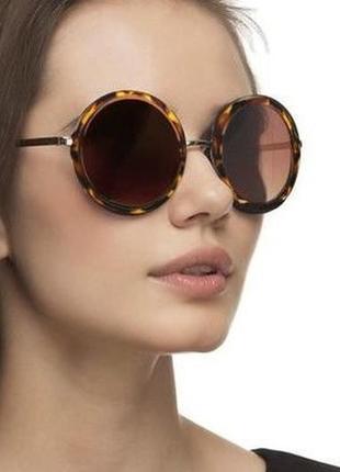 Скидка. солнцезащитные очки круглые. новые.