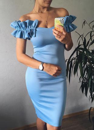 Стильное голубое миди платье с шикарным декольте