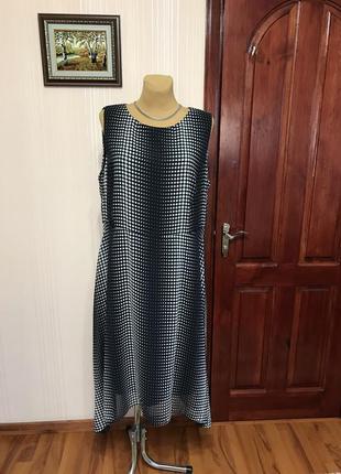 Милое платье в горох с неровным низом