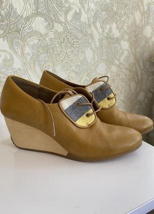 Весенние туфли 37 размер (маломерят )