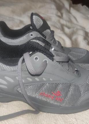 Спортивные кроссовки chung shi