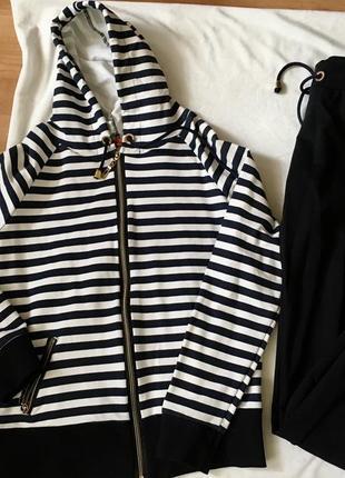 Новый костюм полосатый в полоску белую  чёрную синий кофта с капюшоном трикотажный