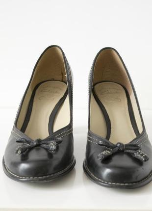Черные туфли от clarks