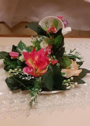 Квіткова прикраса з чашкою