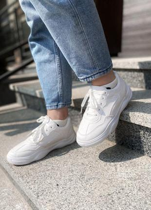 Милые кроссовочки в белом цвете