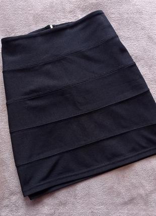 Чёрная юбка по фигуре