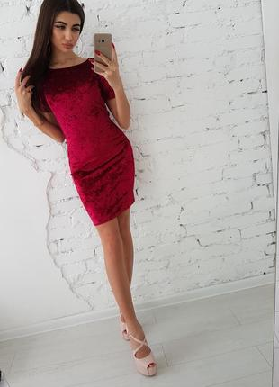 Бордовое велюровое платье мини по фигуре