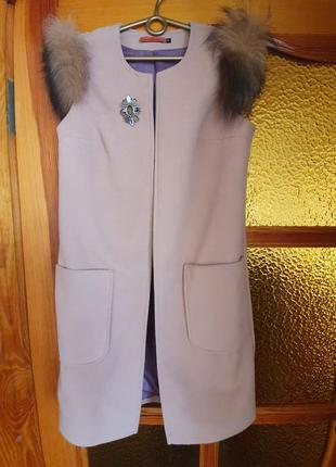 Пальто без рукавов, пальто-жилет
