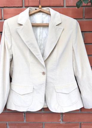 Шикарный велюровый пиджак(жакет) кремового цвета. состояние нового!