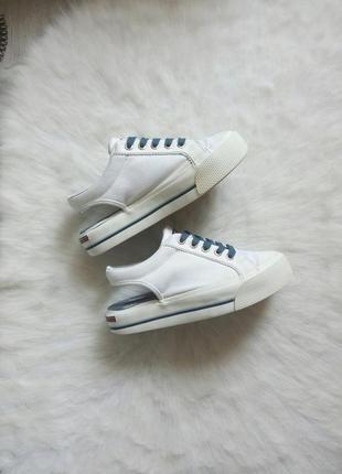 Белые кроссовки кеды сабо на платформе открытая пятка шнуровка принт нашивки тканевые