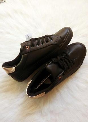 Черные кеды матовые кожаные с бронзовыми вставками на пятке кроссовки мокасины шнуровка