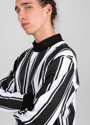 Свитшот с горлом в чёрные и белые линии полосы
