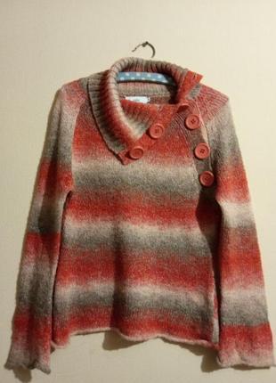 Вязанный свитер с ярким отложным воротником