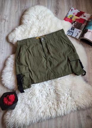 Джинсовая юбка с карманами .