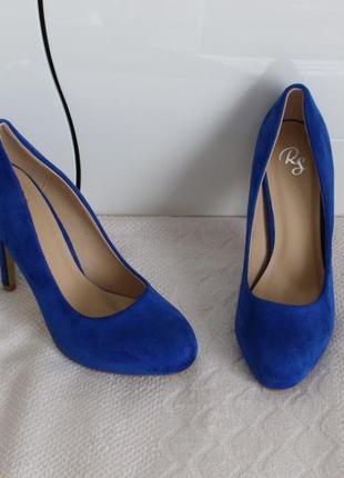 Васильковые туфли 37 размера на шпильке