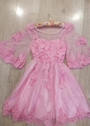 Платье розовое нежное с кружевом