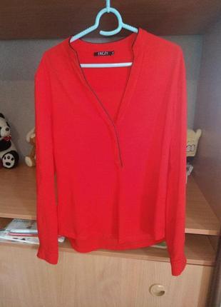 Блузка алого цвета