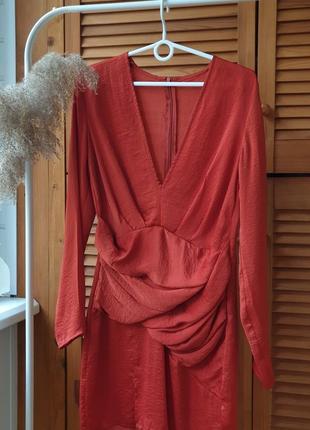 Сатиновое платье мини з v-образным декольте