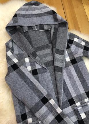 Кардиган в клетку свитер