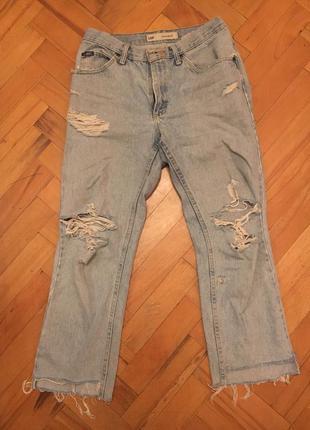 Голубые джинсы с дырками lee