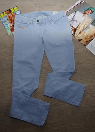 Голубые прямые джинсы diesel.