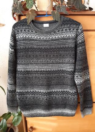 Классный свитер, подойдет на рост до 160 см